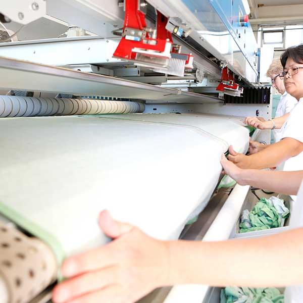 Wäscherei Weber, Faltmaschine für Bett- und Tischwäsche